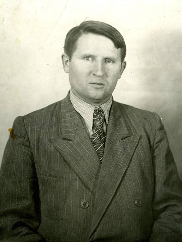 Портрет «главного оптика» (этой должности еще не существовало) КМЗ в 1950-х – Михаила Дмитриевича Мальцева, 1956 г.