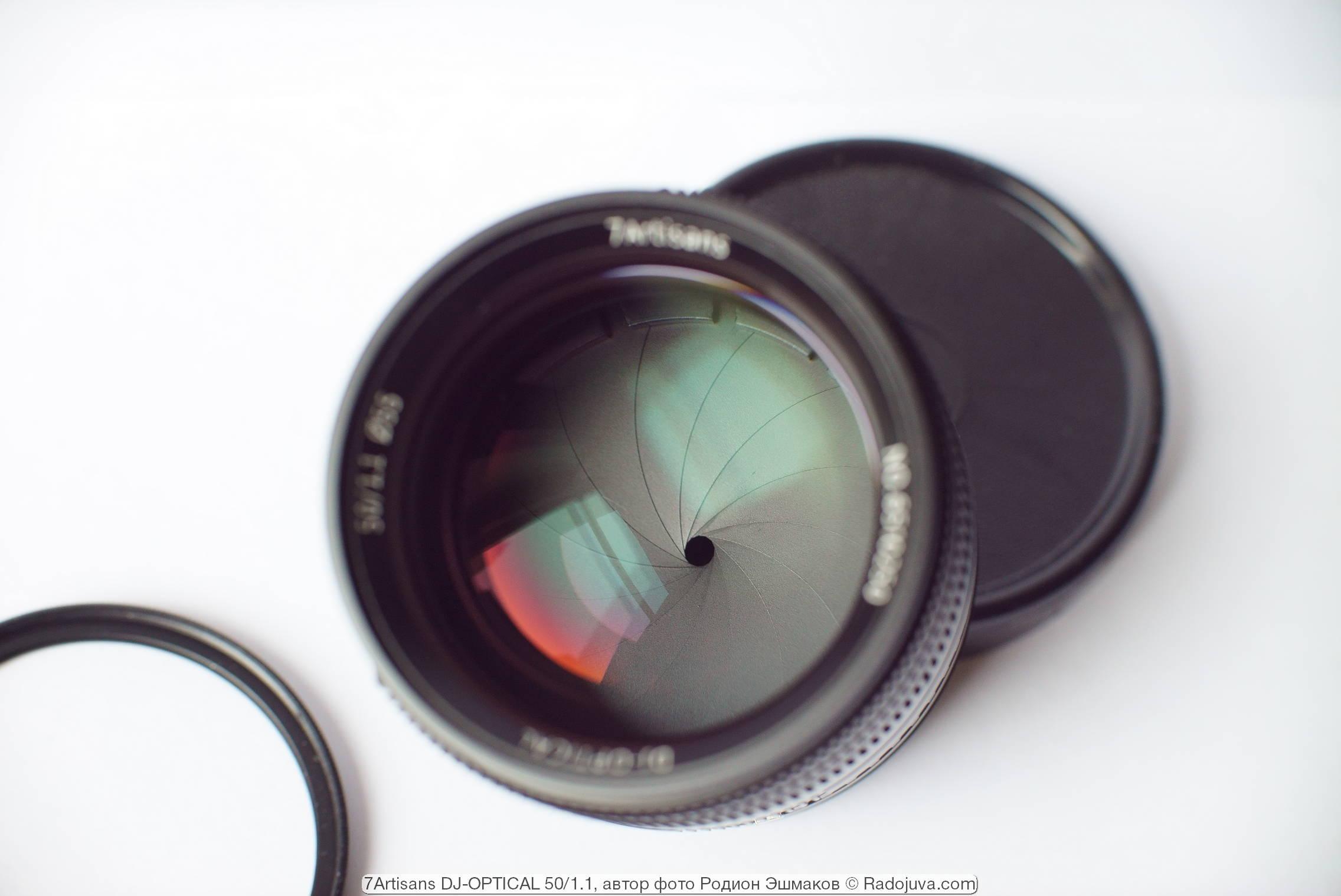 Вид круглой диафрагмы 7artisans 50/1.1 со стороны передней линзы.