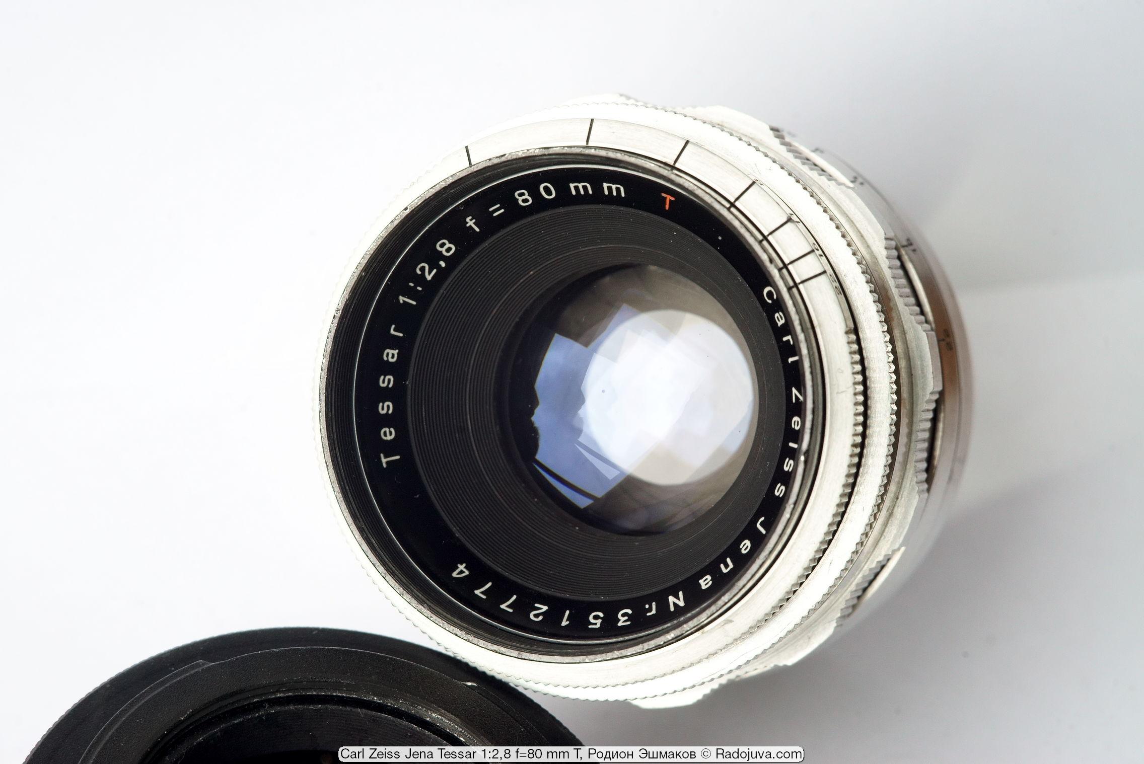 Многолепестковая диафрагма обеспечивает идеально круглую форму зрачка объектива при любых относительных отверстиях.