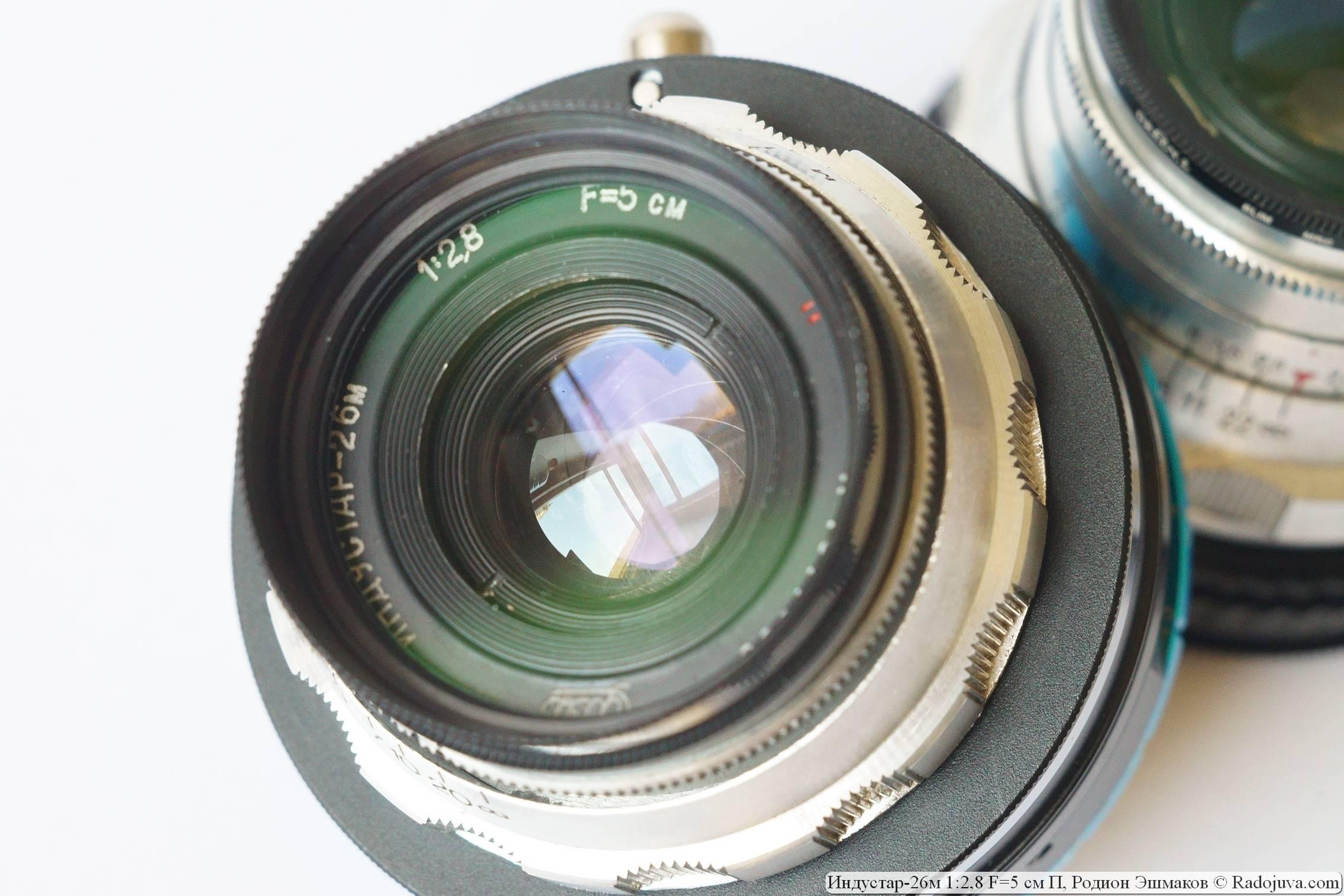 Из любимых мною особенностей Индустар-26м — красивая и круглая диафрагма и изящный компактный корпус.